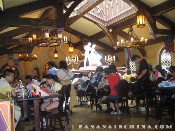 disneyland-hong-kong-dining-hall