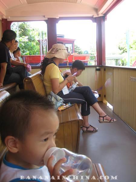 disneyland-hong-kong-train-ride