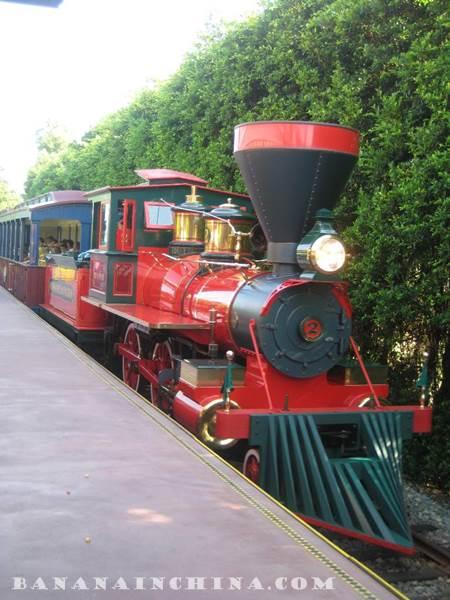express-train-disneyland-hong-kong