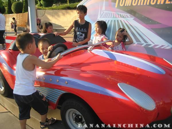 racecar-tomorrowland-disneyland-hong-kong