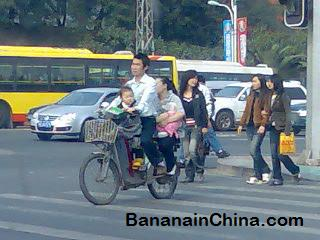 family-on-bicycle-in-china