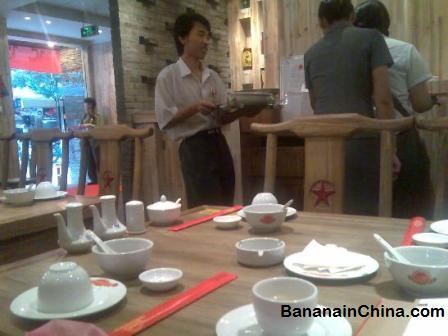 revolution-restaurant-table-setting