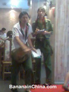 revolution-restaurant-waitress