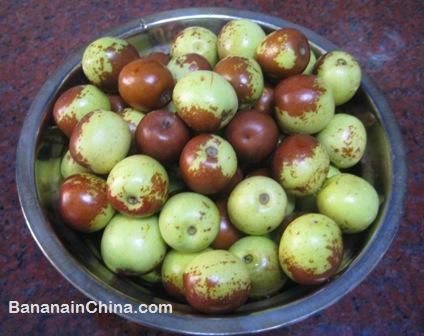 fresh-olives-in-southern-china-summer