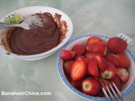 fresh-strawberries-with-chocolate-fondue