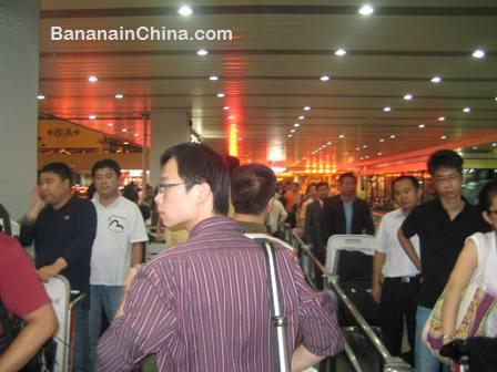 queueing-for-taxi-hong-qiao-airport-shanghai