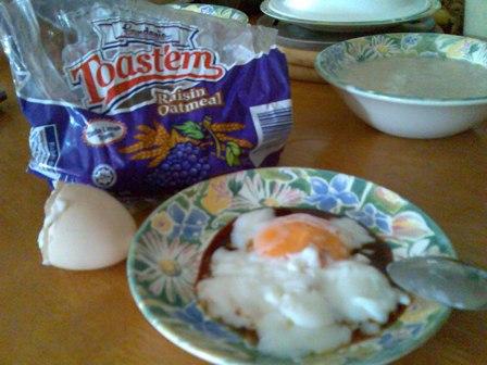 gardenia-toastem-raisin-oatmeal-with-half-boiled-eggs