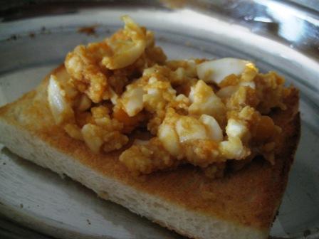 hard-boiled-eggs-on-toast