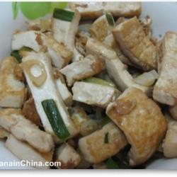 Stir-fried tofu with leek