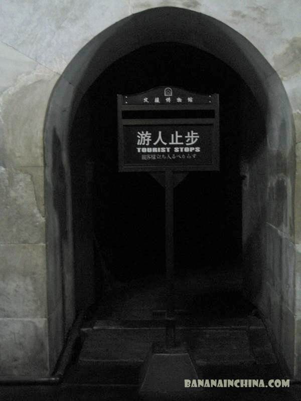 tourist-sign-ming-tombs-beijing